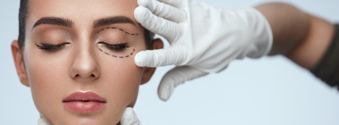 آیا عمل جراحی پلک دردناک است